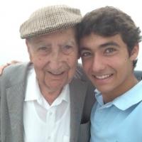 [MAYORES] Adopta un abuelo. Mayores son visitados en sus residencias por nietos sin lazos de sangre.