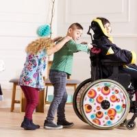 Kiabi lanza una colección de ropa adaptada a niños con discapacidad