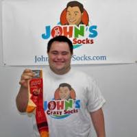 John, el joven con síndrome de Down que ha convertido su pasión por los calcetines en un negocio millonario